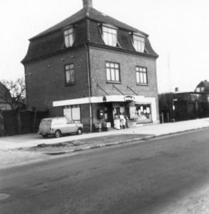 første købmand i Fredensvang, kom i 1930'erne. Senere Købmand Nordendahl.F oto ca. 1960